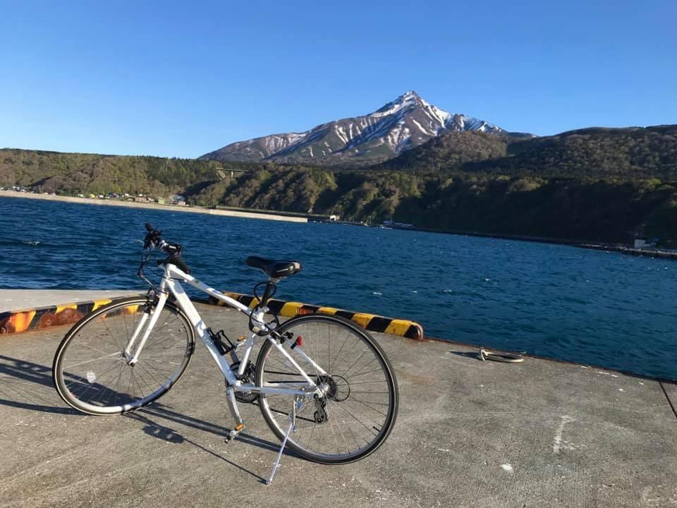陳さんの海の写真と通勤用自転車