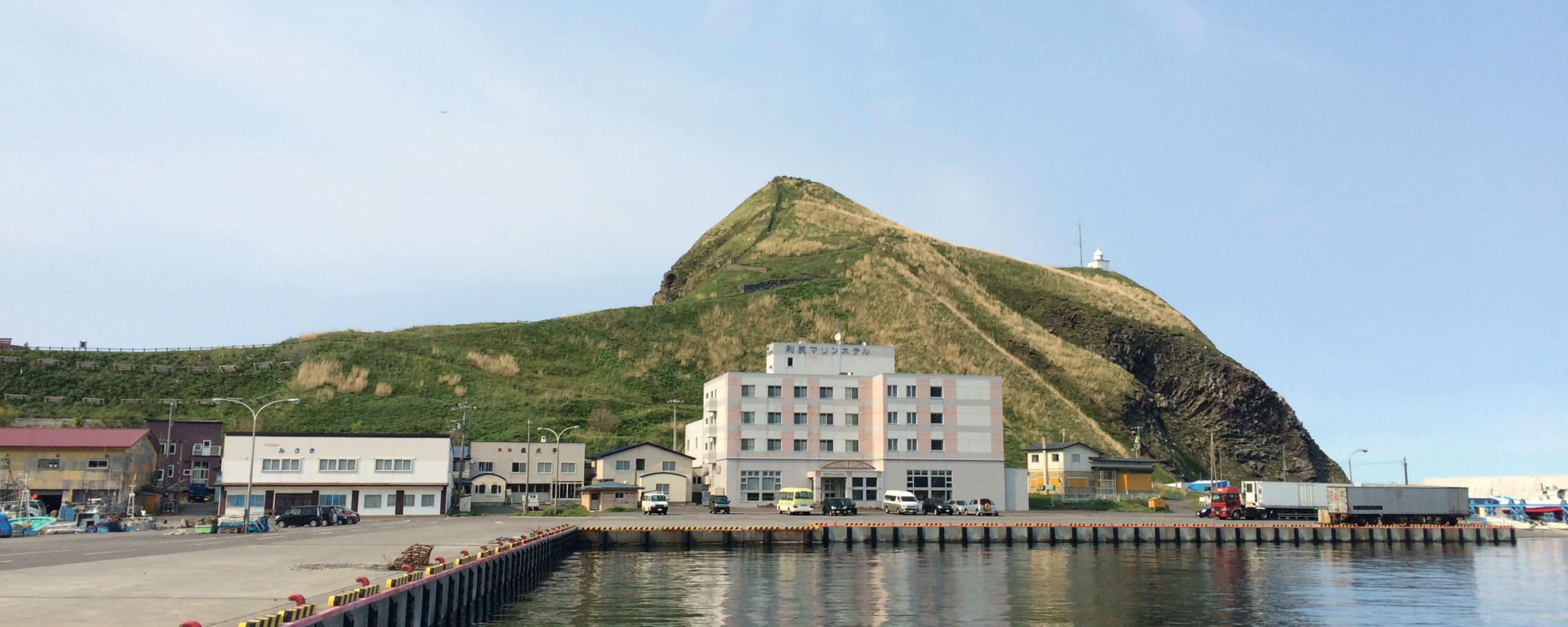 港が目の前のホテルでの住み込みのアルバイトです